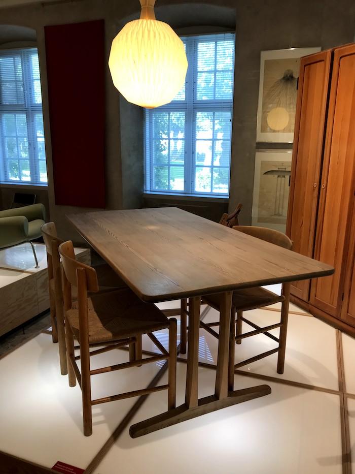 デンマークデザインミュージアムにあるJ39とC18テーブル